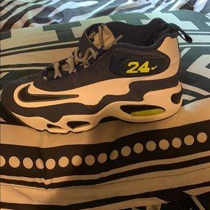 Griffey's Nike size:7y